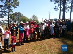 Entrega de ropa y juguetes, comunidad LAS PRESAS, San Felipe del Progreso EDOMEX