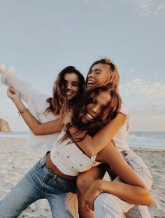 my friends and i ✨ bff pictures, Cute Beach Pictures, Cute Friend Pictures, Poses For Pictures, Beach Picture Poses, Friend Picture Poses, Cute Friend Poses, Sister Poses, Lake Pictures, Beach Pics