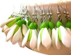 Romania's Ana Cerniciuc has a way with polymer spring flowers that heightens our anticipation of the season. Her snowdrop earrings are simple constructions that Polymer Clay Ornaments, Cute Polymer Clay, Polymer Clay Canes, Polymer Clay Flowers, Polymer Clay Necklace, Polymer Clay Pendant, Fimo Clay, Polymer Clay Projects, Handmade Polymer Clay