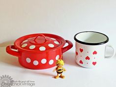 Emaille Vintage Duo aus Topf und Becher mit Punkten und Herzen / vintage pot and mug, with dots and hearts, made of enamel by OberSchick via DaWanda.com