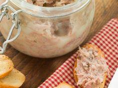 Kachní rillettes Modern Food, Moscow Mule Mugs, Meatloaf, Crockpot, Vegetarian, Tableware, Kitchen, Dinnerware, Cooking