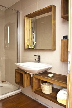 10. Malá teaková koupelna u ložnice - StyleZone Teak Wood, Wooden Diy, Wooden Furniture, Future House, Diy Home Decor, Mirror, Barber, Bathrooms, Flat