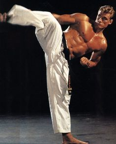 Action Star Dolph Lundgren, degree in Kyokushin Karate… Kyokushin Karate, Shotokan Karate, Dolph Lundgren, Martial Artists, Drawing Reference Poses, The Expendables, Action Poses, Geek Culture, Kung Fu