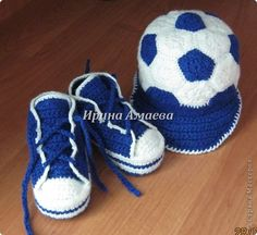 Sneakers & soccer cap, found on : http://knitted-style.blogspot.ru/2013/07/pinetki-i-kepka-dla-malchika.html   Little text, lots of photo's and charts.