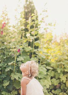 oh hey cute little flower girl :) // photo by Alixann Loosle