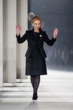 Carolina Herrera se proyecta hacia el futuro creando moda para la mujer de este tiempo | rpintopress fashion