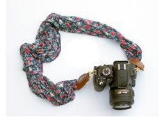 Tutorial: DIY floral camera strap. Nice Mother's Day gift for a photographer.