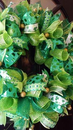 20 New Ideas For Door Wreaths Diy Spring St. Mesh Ribbon Wreaths, Christmas Mesh Wreaths, Deco Mesh Wreaths, Yarn Wreaths, Winter Wreaths, Floral Wreaths, Burlap Wreaths, Spring Wreaths, Summer Wreath