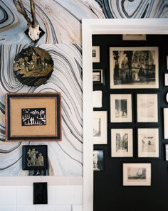 marbled wallpaper w/ chinoiserie + thru the doorway (Lonny August 2012, Design Nicki Clendening)