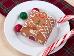 Free printable gingerbread gift box. This is adorable, I printed on A4...so small and cute oxoxox