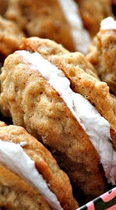 Recipe for Homemade Oatmeal Cream Pies. jessisabelava Recipe for Homemade Oatmeal Cream Pies. Recipe for Homemade Oatmeal Cream Pies. Fudge, Cookie Recipes, Dessert Recipes, Baking Desserts, Lemon Desserts, Dessert Food, Pumpkin Dessert, Delicious Desserts, Yummy Food