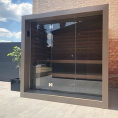 Design buitensauna in aluminium ral kleur Outdoor Sauna, Outdoor Decor, Modern Saunas, Sauna Design, Infrared Sauna, Pool Houses, Jacuzzi, Sauna Ideas, Spa