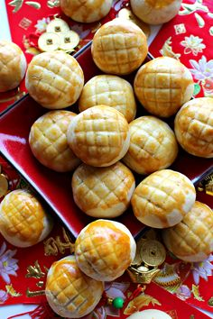 Pineapple cookies (凤梨 凤梨) for Chinese New Year - Site adı Chinese New Year Desserts, Chinese New Year Cookies, Chinese New Year Food, New Year's Desserts, New Years Cookies, Asian Desserts, Asian Recipes, Chinese Holidays, Baking Desserts