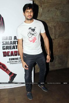 Hasee Toh Phasee actor Sidharth Malhotra sported a rugged look in a white tee, trousers and a stubble.
