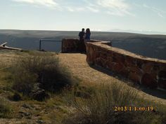PT MARCH 2015 KUNA IDAHO DEDICATION POINTE, BIRDS OF PREY. A COUPLE LOOKS DOWN TO THE SNAKE RIVER, SWAN FALLS AREA.