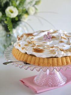 Helppo Raparperi-Marenkitorttu Ice Cream Pies, Most Delicious Recipe, Always Hungry, Meringue, Fun Desserts, No Bake Cake, Vanilla Cake, Food And Drink, Yummy Food