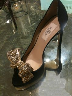 Valentino bling bow and black heels Women's Shoes, Cute Shoes, Me Too Shoes, Shoe Boots, High Shoes, Dress Shoes, Crazy Shoes, Beautiful Shoes, Shoe Collection