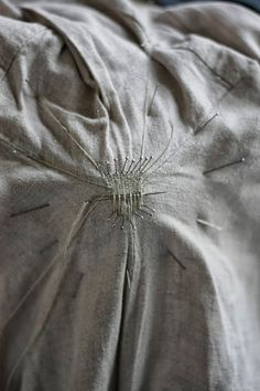 repair sewing Medieval Silkwork: Mending an old shirt thedailybasics Sewing Hacks, Sewing Tutorials, Sewing Crafts, Sewing Projects, Sewing Patterns, Techniques Couture, Sewing Techniques, Visible Mending, Make Do And Mend