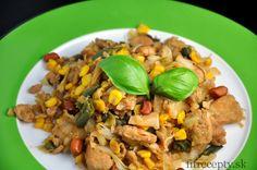 Veľmi jednoduché, chutné a zdravé kuracie prsia na čínsky spôsob, ktoré padnú vhodna obed čivečeru. Ingrediencie (na 4 porcie): 800g kuracích pŕs 1 menšia hlávková kapusta 1 cibuľa 250g kukurice 200g hrášku 250g šampiňónov 2 PL kokosového oleja 1-4 PL medu 5 PL sójovej omáčky 1/2 ČL kari korenia morská soľ arašidy (voliteľné) Postup:Tie najlepšie […]