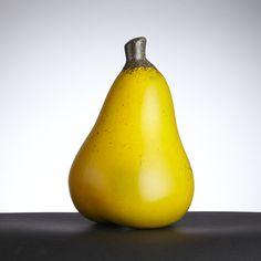 HANS HEDBERG, skulptur, Biot, Frankrike, i form av päron, starkeldsfajans, spräcklig glasyr i gult, orange och grönt med bruna inslag, signerad HHg, höjd 21,5 cm
