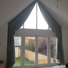 9 Amazing Ideas: Roller Blinds Blue blinds and curtains cornice boards.Outdoor Blinds Beautiful bamboo blinds with curtains.Blinds And Curtains Cornice Boards. Indoor Blinds, Patio Blinds, Diy Blinds, Bamboo Blinds, Fabric Blinds, Curtains With Blinds, Bedroom Curtains, Privacy Blinds, Window Curtains