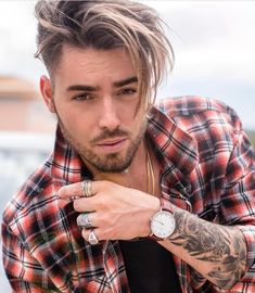 The top short hairstyles for men for the year 2018 are eye-catching and somewhat sophisticated. Today the short mens hairstyles have become particularly. Trendy Mens Hairstyles, Mens Medium Length Hairstyles, Undercut Hairstyles, Haircuts For Men, Hair And Beard Styles, Short Hair Styles, Faded Hair, Hair Cuts, Creative Ideas