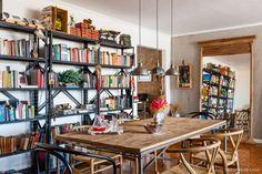 24-decoracao-sala-jantar-estilo-industrial-estante-mesa-madeira