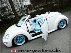 RobertJanvB: Clear new White vw convertible Beetle... Suicide doors...