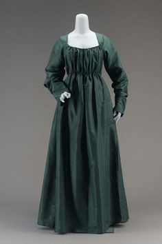1790 green dress #timetravelcostumes