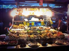 Best street food in KL — Top 10 best street food in Kuala Lumpur & best places to taste them - Living + Nomads – Travel tips, Guides, News & Information! Grilled Chicken Wings, Grilled Lamb, Best Street Food, Indian Street Food, Seafood Bbq, Night Food, Bbq Ideas, Spicy Sauce, Exotic Food