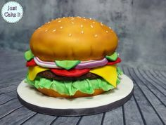 I made a hamburger cake tutorial, It's not very hard to make and I hope you will like it! Candy Birthday Cakes, Birthday Bbq, Cakes That Look Like Food, Cheeseburger Cake, Burger Bread, Summer Burgers, Hamburger Cupcakes, Picnic Cake, Summer Cakes