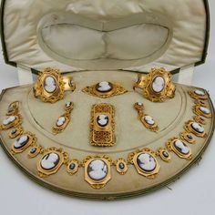 For Sale on - Comprising seven pieces, two bangles, a necklace, a buckle, a brooch and earrings pendants. Set with 30 agate-nicolo cameo on yellow gold. Victorian Jewelry, Gothic Jewelry, Antique Jewelry, Vintage Jewelry, Indian Jewelry, Cameo Jewelry, Jewelry Sets, Fine Jewelry, Jewelry Design