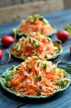 surówka z kalarepki Salad Bar, Side Salad, Healthy Salads, Healthy Recipes, Healthy Foods, Good Food, Yummy Food, Food Garnishes, Appetizer Salads
