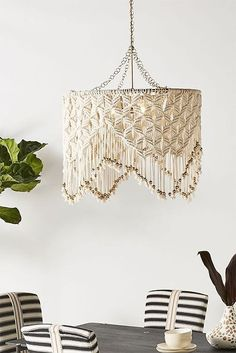 Lana Macrame Pendant - I'm so going to make this!Fantastic DIY projects are available on our site.Exceptional DIY projects are available on our site. Have a look and you wont be sorry you did. Macrame Art, Macrame Projects, Macrame Knots, Macrame Jewelry, Wine Bottle Crafts, Mason Jar Crafts, Mason Jar Diy, Diy Wall Shelves, Floating Shelves Diy