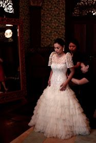 Filipiniana doesn't have to be Piña all the time. But it has to be amazing every time :-) . Filipiniana Wedding, Filipiniana Dress, Red Wedding, Wedding Gowns, Wedding Ideas, Filipino Wedding, Red Video, Different Wedding Dresses, Vintage Dresses