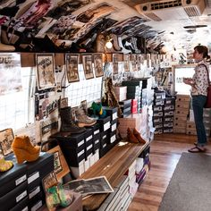 One-of-a-Kind Shoe Store + Airstream = ❤️ Mobile Boutique, Mobile Shop, Bohemian Clothing Stores, Store Layout, Mobile Business, Truck Interior, Interior Design, Vintage Airstream, Pop Up Shops