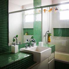 A pastilha também pode entrar na bancada , gostaram da idéia? #projeto #banheiros #homedesign #interiordesign #bathroom #arquitetura