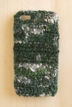手つむぎの毛糸を使ったiPhoneケースです。 白いカールした毛がまだら模様で出てきます。サイズは4/4s用になります。ただいま現品がありませんので、ご購入・...|ハンドメイド、手作り、手仕事品の通販・販売・購入ならCreema。