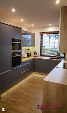 Kuchnia w szarościach - Średnia zamknięta wąska kuchnia w kształcie litery u, styl nowoczesny - zdjęcie od Art.studio