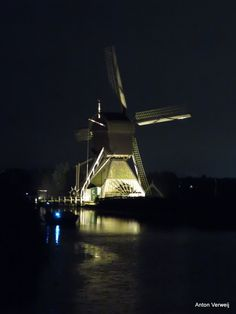 Windmills of Kinderdijk in floodlight ... http://godisindestilte.blogspot.nl/2017/09/windmills-of-kinderdijk-in-floodlight.html