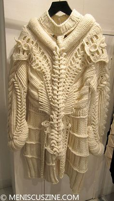 The exoskeleton white knit sweater from the Somarta Fall 2014 collection. (photo by Megan Lee / Meniscus Magazine) Knitwear Fashion, Knit Fashion, Fashion Outfits, Recycled Fashion, Recycled Clothing, Dress Card, White Knit Sweater, Fashion Details, Fashion Design
