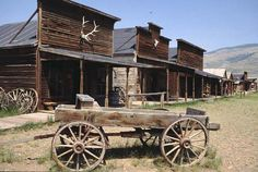The Best Places to Visit In Phoenix Arizona with Kids! - See Mama Go Abandoned Cities, Abandoned Mansions, Abandoned Houses, Old West Town, Old Town, Old Western Towns, Western Homes, Western Art, Western Style