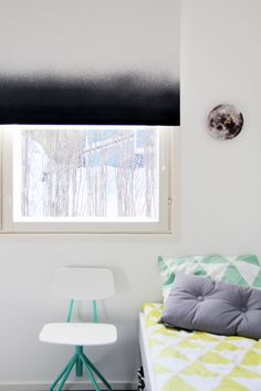 Bambula: DIY | liukuvärjätty rullaverho. Wonderful idea to dip dye curtains!