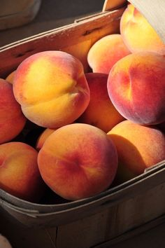 Can't wait until peach season! Honestly dreaming about it. Fruit And Veg, Fruits And Vegetables, Fresh Fruit, Pink Fruit, Food Fresh, Delicious Fruit, Yummy Food, Peach Aesthetic, In Natura
