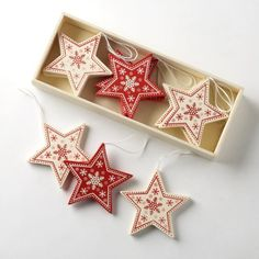Box of 12 Traditional Vintage Style Red/Cream Wooden Star Shapes Christmas Tree Decorations , http://www.amazon.co.uk/dp/B005NS3542/ref=cm_sw_r_pi_dp_g6dxsb1H0FW22