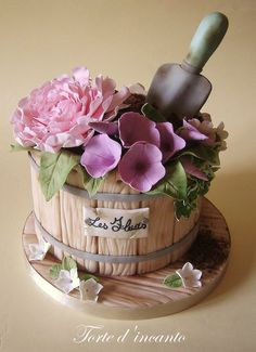 www.cakecoachonline.com - sharing.... Les Fleurs by Torte d'incanto (7/16/2013) View details here: http://cakesdecor.com/cakes/73217