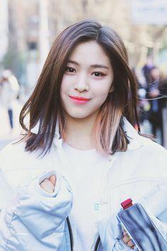 K-Pop Babe Pics – Photos of every single female singer in Korean Pop Music (K-Pop) Kpop Girl Groups, Korean Girl Groups, Kpop Girls, K Pop, Rapper, New Girl, Girl Crushes, Dyed Hair, Short Hair Styles