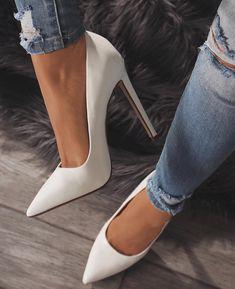 "10.3 mil Me gusta, 38 comentarios - Lola Shoetique (@lolashoetique) en Instagram: ""Sleek, Sexy & A Must SHOP New Arrivals At lolashoetique.com •Heels: HARD CANDY•"""