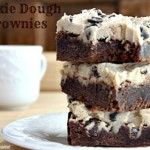 Cookie Dough Brownies The best of both? My husband loves brownies, for myself a chocolate chip cookie does the trick! Cookie Dough Frosting, Cookie Dough Brownies, Chocolate Chip Cookie Dough, Frosted Brownies, Chocolate Cake, Vegan Chocolate, Chocolate Recipes, No Bake Desserts, Just Desserts