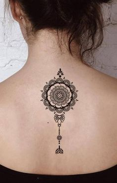 Tribal black henna mandala back spine tattoo ideas for women - boho lotus spine tat - Henna Tattoo Hand, Hand Tattoos, Dotwork Tattoo Mandala, Geometric Mandala Tattoo, Mandala Tattoo Sleeve, Anklet Tattoos, Henna Body Art, Mandalas Tattoos, Henna Tattoo Designs